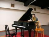 紀々とグランドピアノ
