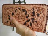 唐草バイカーズ柄のレザーカービングの長財布