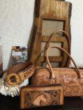 レザーカービングのバッグと長財布とベルト