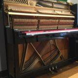ゆかるひホールのアップライトピアノ