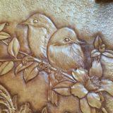 レザーカービングの鳥